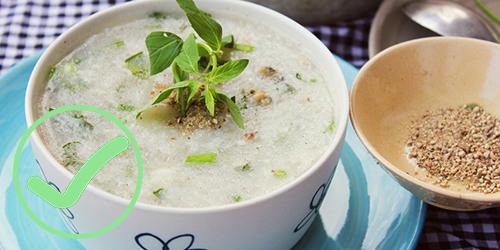 ăn cháo hoặc súp